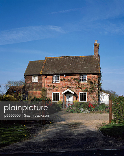 English Houses, Cottage in West Sussex. Overall exterior. - p8550306 by Gavin Jackson