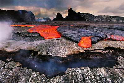 Lava overflowing caldera of Pu'u 'O'o, Hawaii Volcanoes National Park, Hawaii - p1100m875115 by Frans Lanting