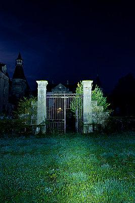 Schlosstor bei Nacht - p248m853884 von BY