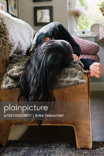 Woman lying on benach - p1621m2228871 by Anke Doerschlen