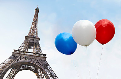 Balloons in the colors of the French flag in front of the Eiffel Tower - p30118838f by Paul Hudson