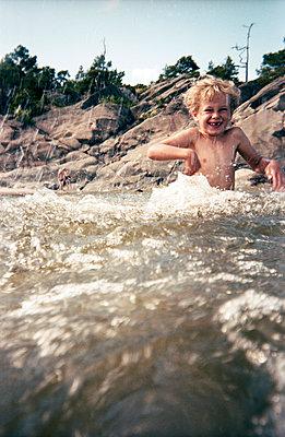 Beach holidays - p551m938996 by Kai Peters