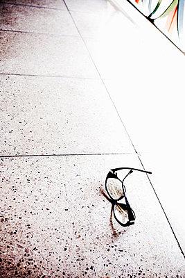 Fallenlassen - p580m947526 von Eva Z. Genthe