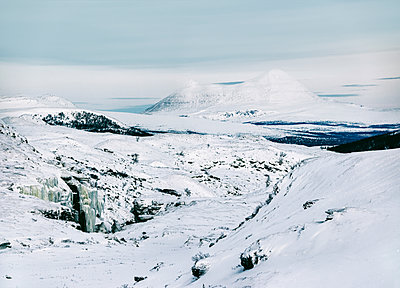 Norway, Rondane, Snow-Covered Peaks in Rondane National Park - p300m2070477 by VISUALSPECTRUM