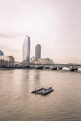 London cityscape & Southwark bridge - p1402m2065174 by Jerome Paressant
