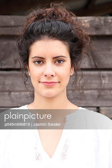 Portrait - p045m696819 von Jasmin Sander