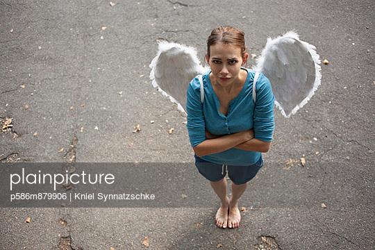 Einsamer Engel - p586m879906 von Kniel Synnatzschke