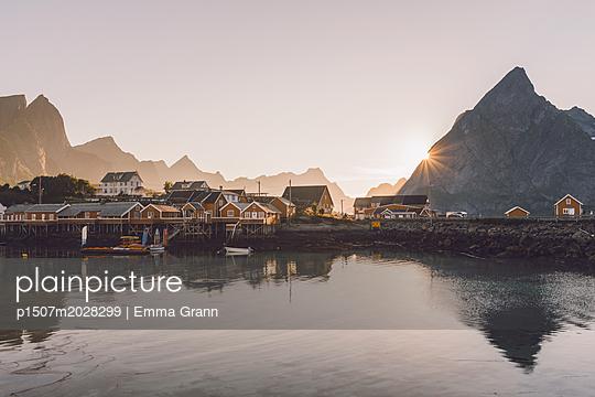 Fischerdorf Norwegen - p1507m2028299 von Emma Grann
