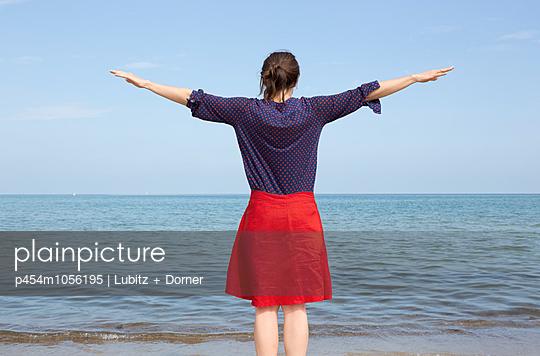 Simplify - p454m1056195 by Lubitz + Dorner