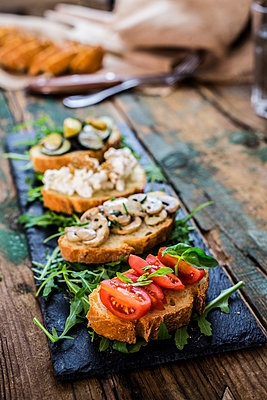 Bruschetta and various ingredients - p300m1550118 by Giorgio Fochesato