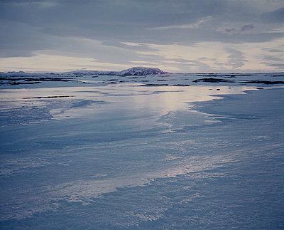 Landscape, Winter, Iceland - p1028m2002173 von Jean Marmeisse