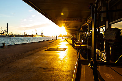 Deserted Landungsbrücken Piers at sunrise, Hamburg - p341m2175870 by Mikesch