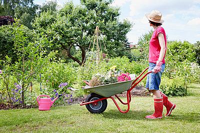 Gartenzeit - p464m1147205 von Elektrons 08