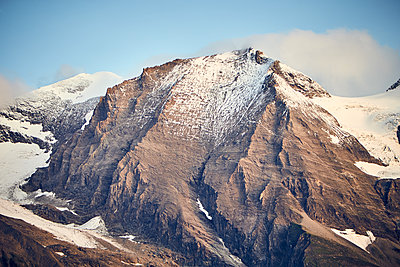 Snowcapped mountain massif - p704m1475996 by Daniel Roos