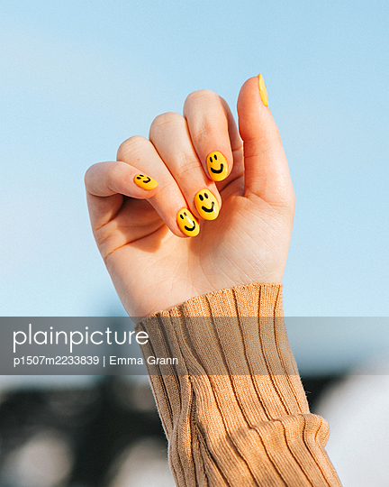 Happy nail art - p1507m2233839 by Emma Grann