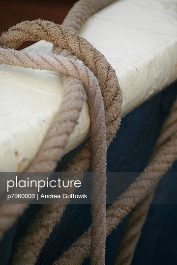 Rope and boat - p7960003 by Andrea Gottowik