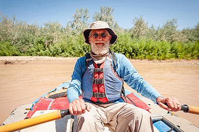 Portrait of senior man kayaking in river - p1166m1521793 by Cavan Images