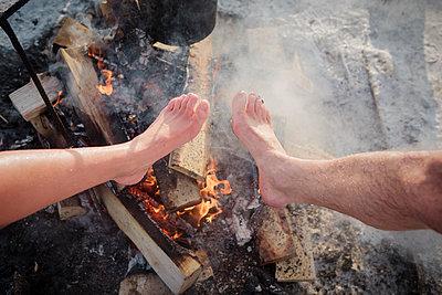 Warme Füße, nach dem Eisbaden - p1319m1149921 von Christian A Werner