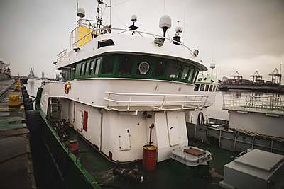 Parked ship at port - p1315m1578995 by Wavebreak
