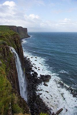 Wasserfall am 'Kilt Rock' - p445m931956 von Marie Docher
