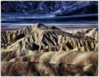 Felslandschaft Zabriskie Point - p1154m1110243 von Tom Hogan