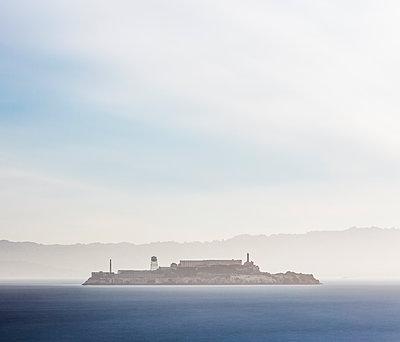 Sunrise at Alcatraz Island in San Francisco, California, USA - p300m2224935 by Alex Holland