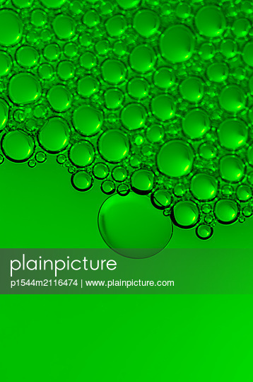 Bubbles in green - p1544m2116474 by