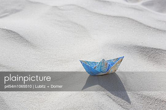 Gestrandet - p454m1065510 von Lubitz + Dorner