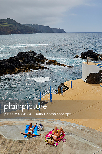 Schwimmbad an der Küste - p1299m1584254 von Boris Schmalenberger