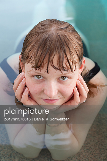 Im Pool - p817m1573315 von Daniel K Schweitzer