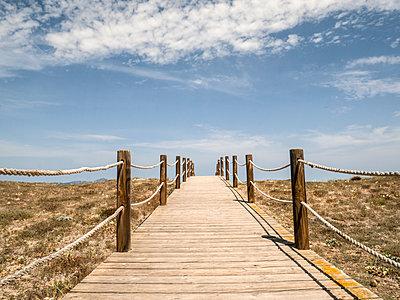 Weg zum Strand - p1021m2020385 von MORA