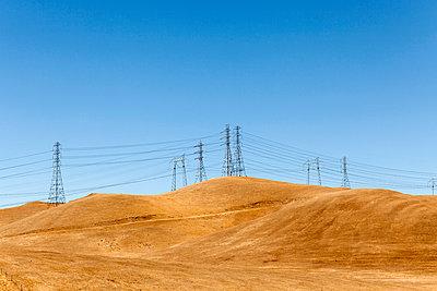 Strommasten am Horizont - p1094m900218 von Patrick Strattner