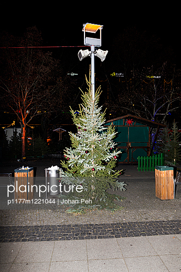 Christmas tree on deserted Christmas fair - p1177m1221044 by Philip Frowein