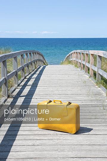 Sunny baggage - p454m1056210 by Lubitz + Dorner