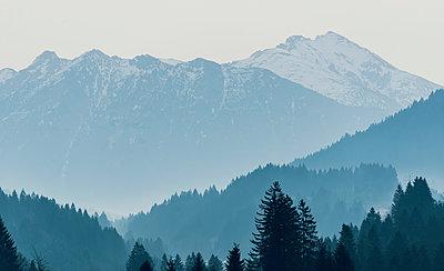 Berglandschaft im Winter - p081m1137257 von Alexander Keller