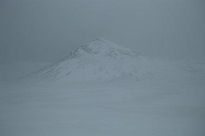 Berg im Schneesturm - p1314m1189975 von Dominik Reipka