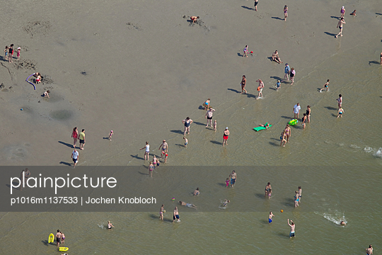 Beach holiday at the North Sea - p1016m1137533 by Jochen Knobloch