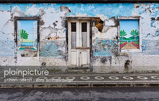 Heruntergekommenes Haus - p1299m1584101 von Boris Schmalenberger