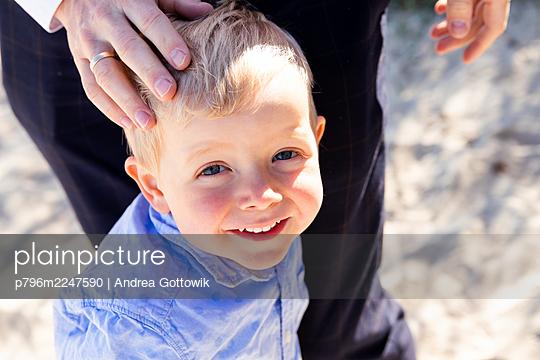 Behütet - p796m2247590 von Andrea Gottowik