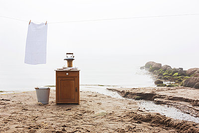 Hang laundry - p1227m1092079 by indra ohlemutz