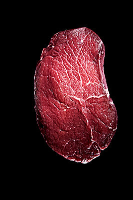 Raw steak - p851m2073212 by Lohfink