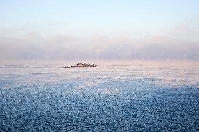 Morning mist - p1307m1217679 by Agnès Deschamps