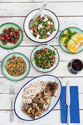 Overhead view of meal with a variety of salads and savoury food, Alacati, Turkey - p429m1106882f by Tim E White