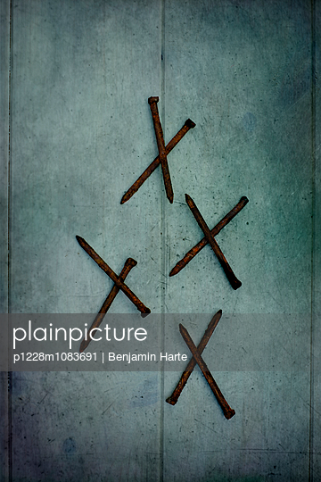 Rusty nails - p1228m1083691 by Benjamin Harte