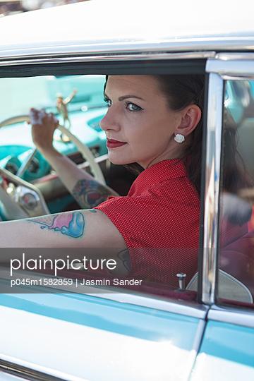 Schönheit auf Tour - p045m1582859 von Jasmin Sander