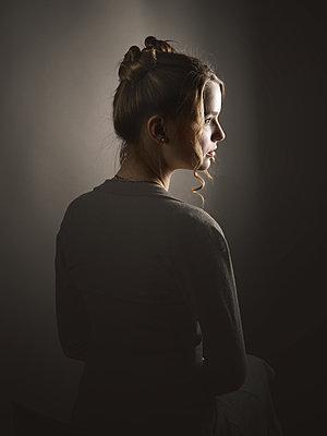 Hübsches junges Mädchen - p1376m2168658 von Melanie Haberkorn