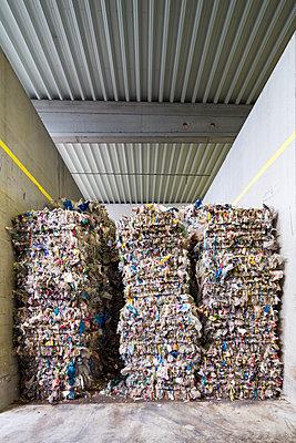 Gepresster Plastikmüll - p834m1584848 von Jakob Börner