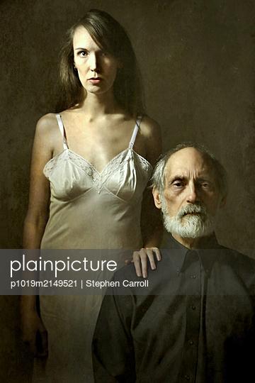 Married couple, portrait - p1019m2149521 by Stephen Carroll