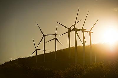 Windräder im Abendlicht - p1273m1110938 von melanka