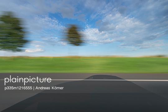 Auf der Autobahn unterwegs - p335m1216555 von Andreas Körner